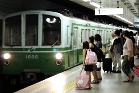 「三宮駅」の神戸市営地下鉄西神・山手線