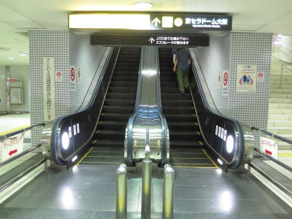 ドーム前千代崎駅エスカレーター