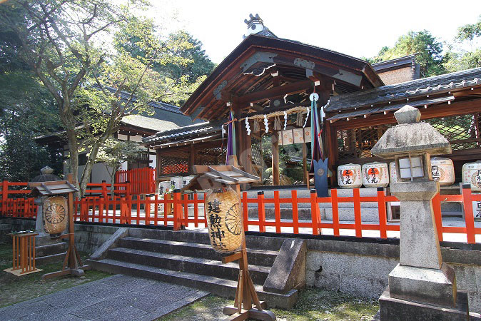 京都駅から、建勲神社へのアクセ...