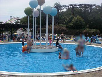 水深20cmの幼児プール お天気の良い時にはお水というよりお湯に なっています。