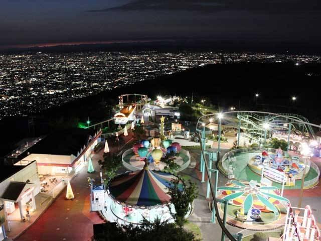 生駒山上遊園地のナイター営業