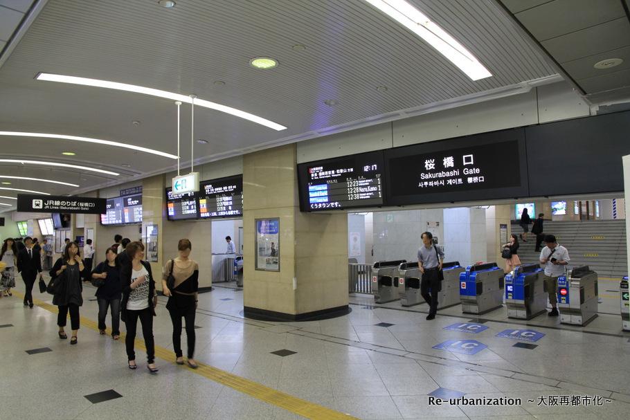 桜橋口の改札